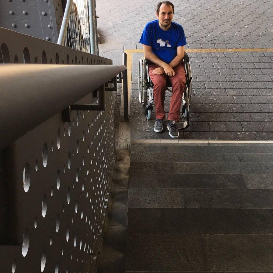 """Neues Leben im Rollstuhl: Dialog auf Augenhöhe? """"Ich fühle mich wie ein Kind, das mit einem Erwachsenen spricht"""""""