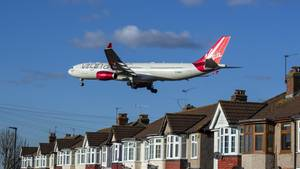 Ein Airbus A330 von Virgin Atlantic im Landeanflug auf London
