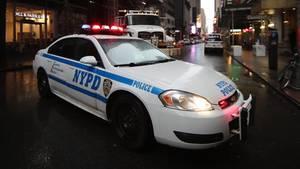 Die New Yorker Polizei transportierte die schwangere Frau in Hand- und Fußfesseln ins Krankenhaus (Symbolbild)