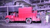 Ein roter Ford-Lkw