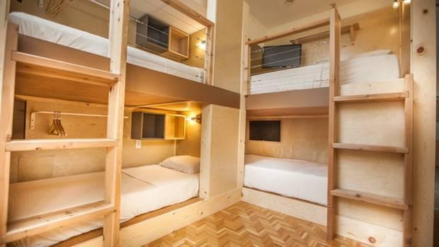Die Schlafkojen sind klein, das Haus ist aber recht großzügig - es besitzt sogar eine Dachterrasse.