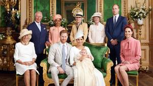 Zu Archies Taufe posieren alle gemeinsam - nur die Queen fehlt