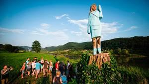 Melania Trump inHolz in ihrer Heimat Slowenien