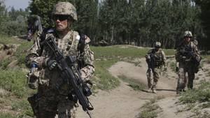 Deutsche Soldaten der Task Force Kunduz führen eine Patrouille durch Afghanistan