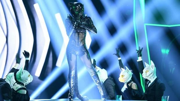 """""""The Masked Singer"""": Steckt Sophia Thomalla in dem Panther-Kostüm"""