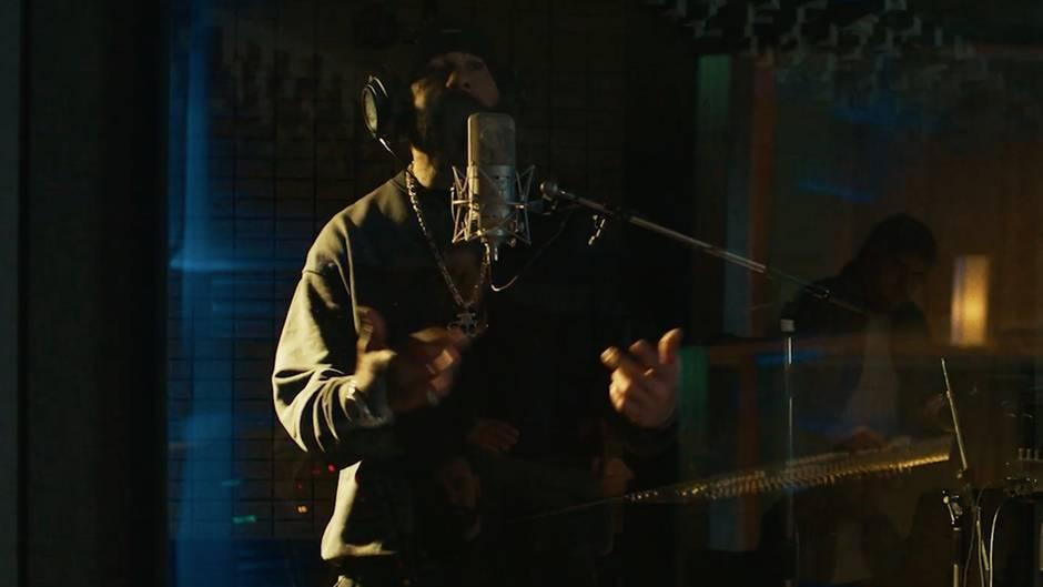 Rap-Urgestein Azad im Studio
