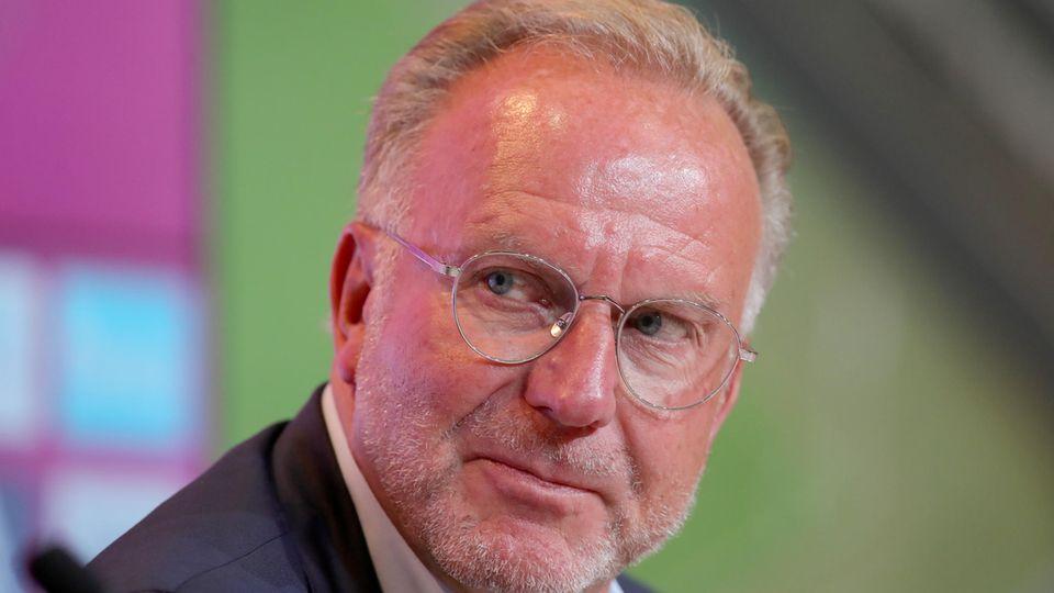 Bayern-Boss Karl-Heinz Rummenigge erklärt, wieso die Bayern noch nicht mehr Transfers verkünden konnten