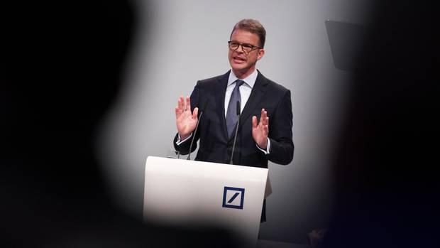 Christian Sewing will die Deutsche Bank radikal umbauen