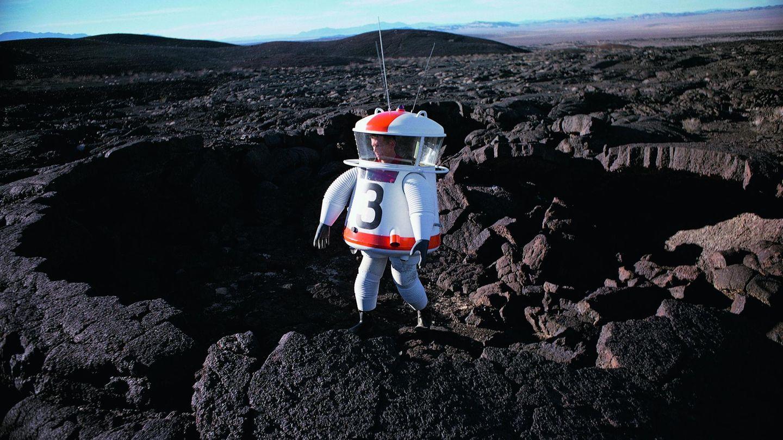 Ein Bild von 1962: In derMojave Desert in Kalifornien wird ein möglicher Mondanzug getestet.