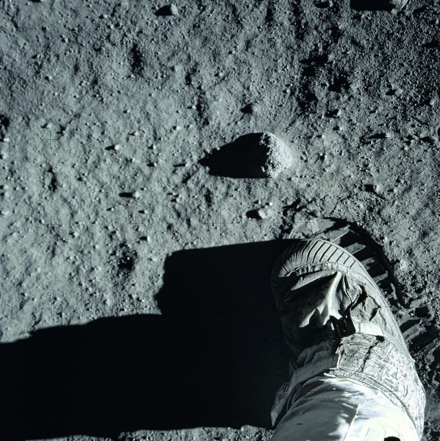 Buzz Aldrins Fußabdruck auf der Mondoberfläche. Von den drei Astronauten der Apollo-11-Mission ist er der einzige, der heute noch lebt. Sein Alter: 89 Jahre.