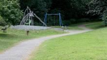 Mülheim: In der Nähe dieses Spielplatzes ist eine junge Frau von einer Gruppe Jugendlicher überfallen und sexuell missbraucht worden