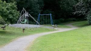 In der Nähe dieses Spielplatzes soll eine junge Frau von einer Gruppe Jugendlicher überfallen und sexuell missbraucht worden sein