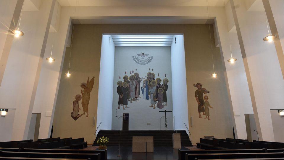 Der Altarraum der Heilig-Geist-Kirche