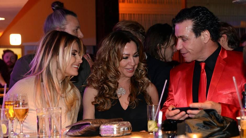 Simone Thomalla mit Tochter Sophia und Rammstein-Rocker Till Lindemann auf dem Echo.