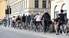 MVG-Streik - Radfahrer an Ampel
