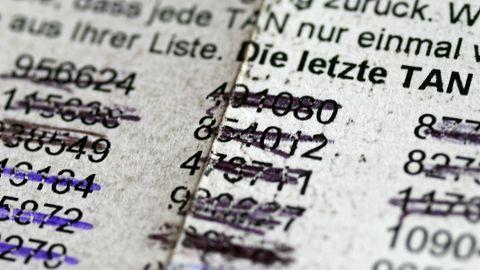 Eine TAN-Liste mit durchgestrichenen Zahlen