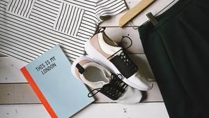 stern Modecheck: It-Pieces wie Sneaker und Lederjacke