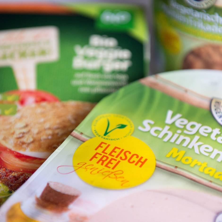 Veggie-Schiene wächst weiter: Für mehr fleischlose Produkte: Rügenwalder Mühle stellt Currywurst-Produktion ein