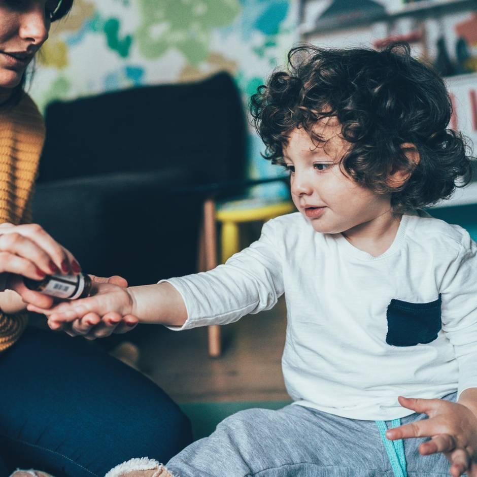 """Umstrittene Lehre: """"Menschen mögen Magie"""": Ein Kinderarzt erklärt, warum Eltern auf Homöopathie vertrauen"""