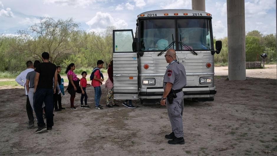 Migranten in den USA und Polizei
