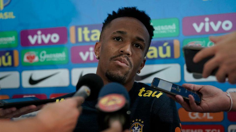 EderMilitao stellt sich während der Copa America den Fragen der Journalisten