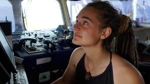 """Carola Rackete aus Kiel, deutsche Kapitänin der """"Sea-Watch 3"""", aufgenommen an Bord des Rettungsschiffs"""