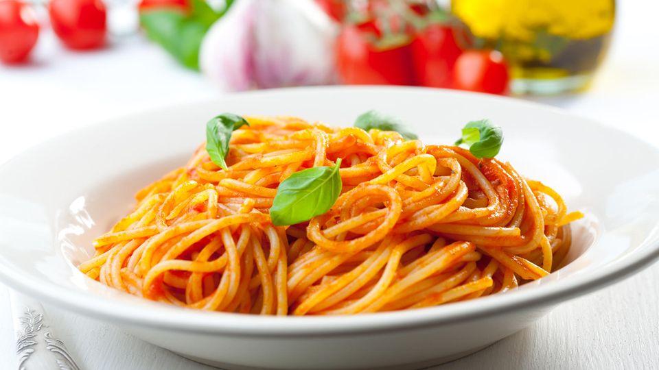 Spaghetti mit Tomatensoße
