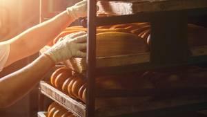 Brote in einer Bäckerei