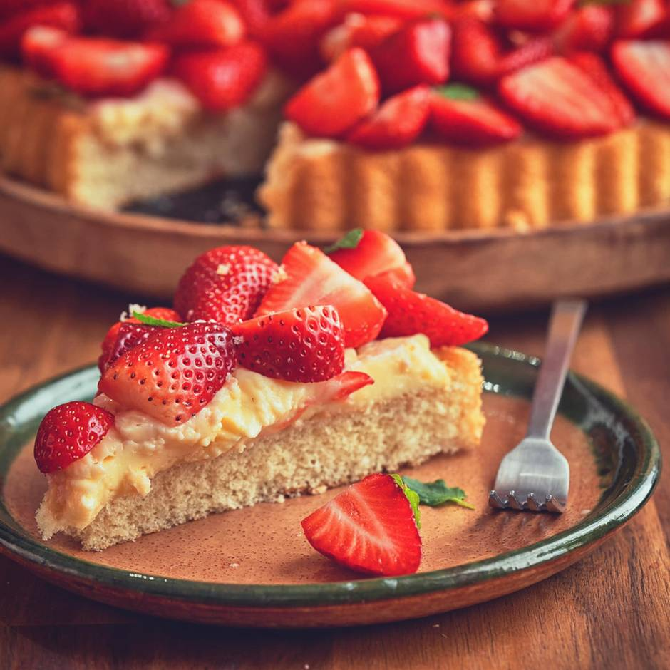 Tiefkühlkuchen im Check: Bakterien auf Kuchen: Wie gut sind Erdbeertorten aus dem Eisfach?