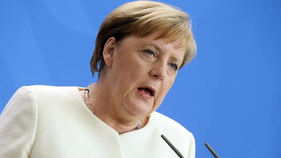 Angela Merkel am 11. Juli in Berlin in einem weißen Jacket