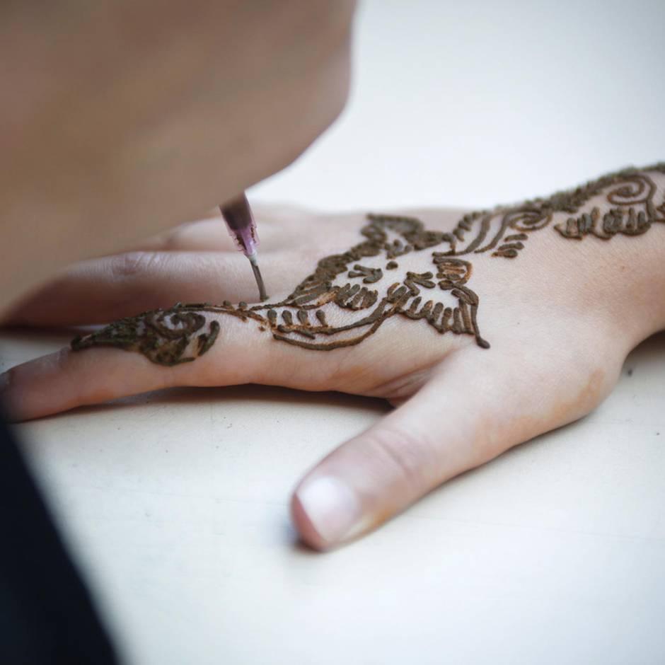 Ägypten: Touristin erleidet schwere Verbrennungen durch Henna-Tattoo – Experten warnen