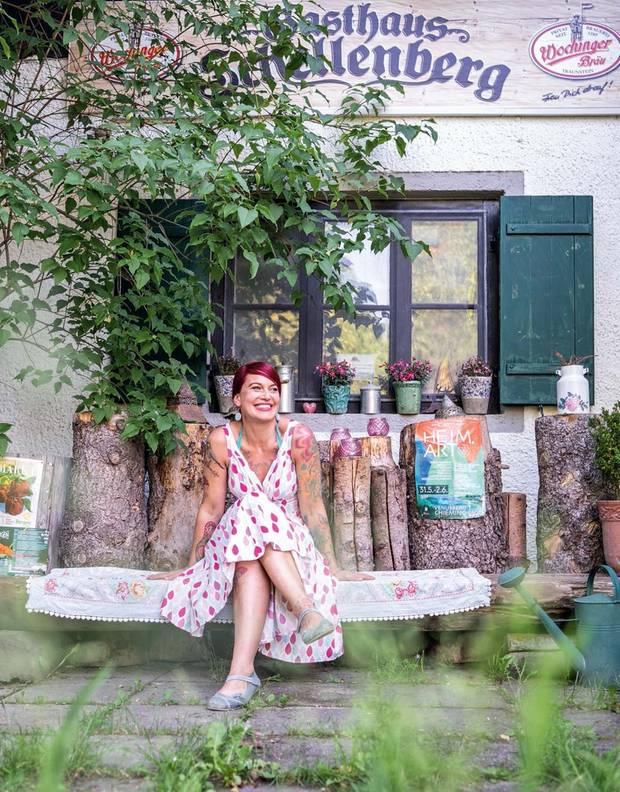 Manja Wolf-Voit, Wirtin. In ihrem Gasthaus kocht die 39-jährige Autodidaktin vegetarische und vegane Gerichte. Ihre Spezialität: Austernpilzschnitzel mit Sesamkartoffeln