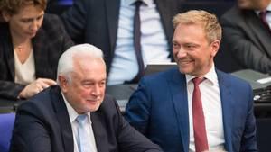 Wolfgang Kubicki (FDP, l.), Vizepräsident des Deutschen Bundestages, und Christian Lindner, Fraktionsvorsitzender und Parteivorsitzender der FDP