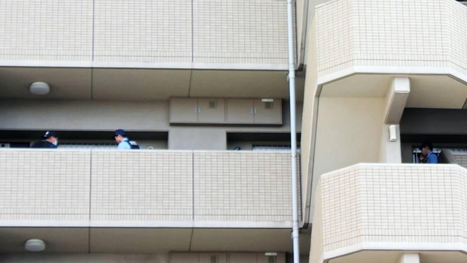 23. August 2016: Polizisten durchsuchen die Wohnung, in der die Familie gelebt hatte