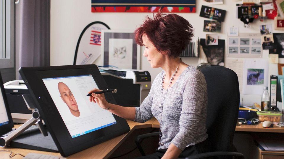 Liane Bellmann bei der Arbeit