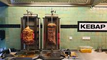 Es gibt nur zwei Varianten: Dönerspieß mit Rindfleisch oder mit Hähnchen