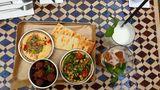 Falafel, Kichererbsen-Salat und Hummus als Vorspeise