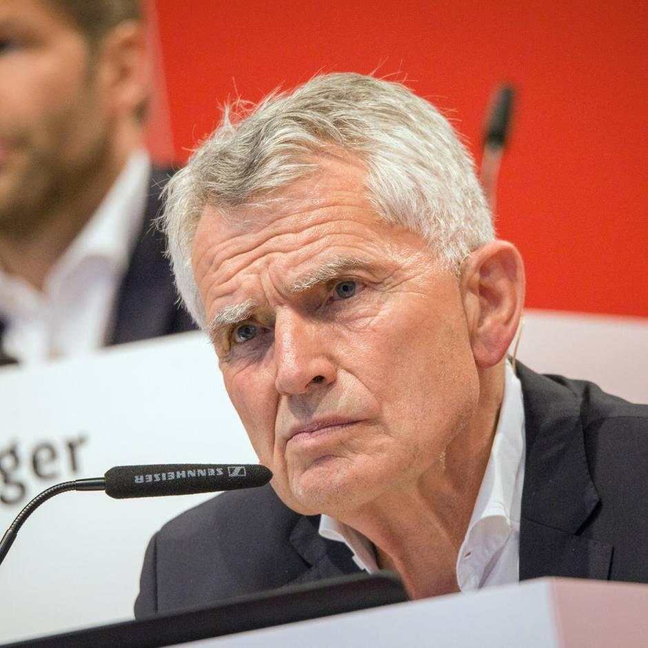 Sport kompakt: Nach Eklat auf Hauptversammlung: Dietrich schmeißt als Präsident des VfB Stuttgart hin