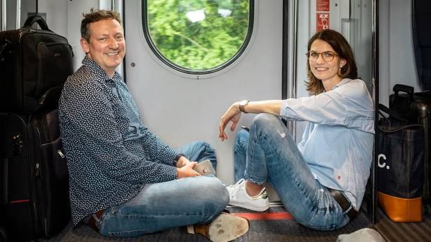 Eckart von Hirschhausen und die Psychologin Cornelia Betsch