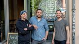 """Sie wollen den Döner besser machen. Die Gründer von """"KebapWith Attitude"""" (von links) Daniel Herbert, Deniz Buchholz, Jannis Nowinski"""