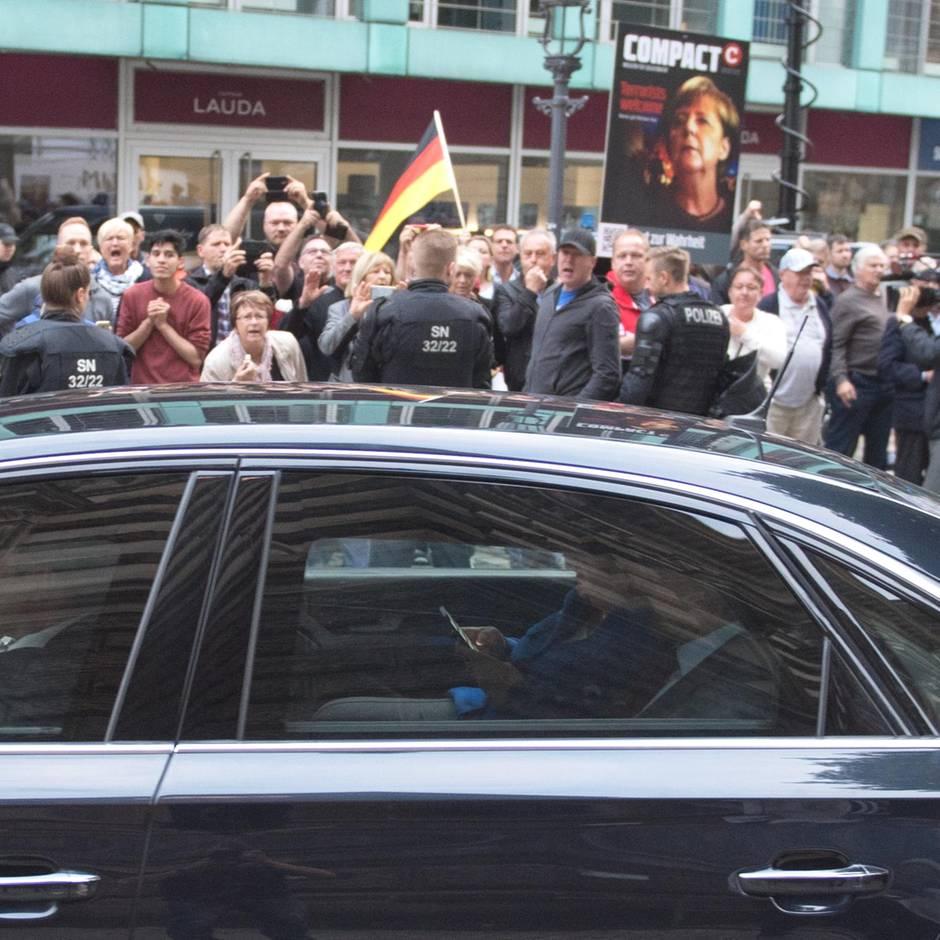 News von heute: Mehrere Rechtsverstöße am Rande von Merkels Dresden-Besuch