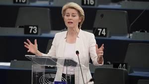 Ursula von der Leyen spricht bei ihrer Bewerbungsrede vor den Abgeordneten des Europaparlaments