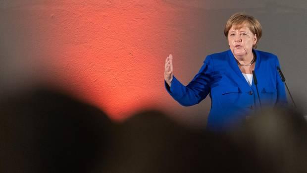 Bundeskanzlerin Angela Merkel (CDU) spricht beim Frauennetzwerktreffen im Albertinum in Dresden