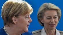 Angela Merkel (l.) und Ursula von der Leyen
