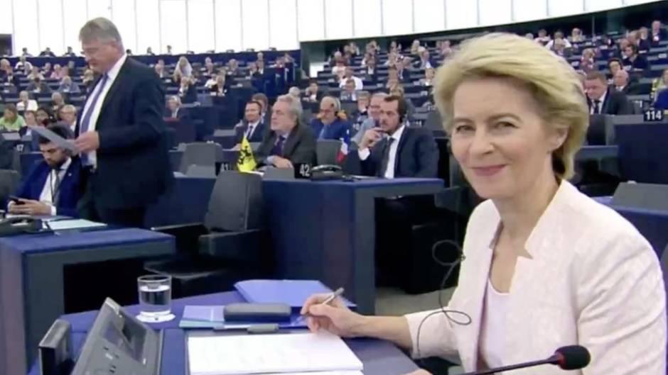 """Szene aus Straßburg: Blick bei Meuthen-Rede: Twitter-Nutzer vergleichen von der Leyen mit der """"Königin der Drachen"""""""