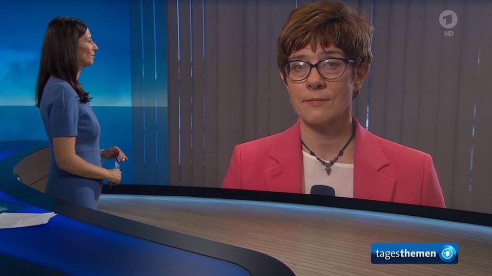 Tagesthemen-Moderatorin Pinar Atalay im Gespräch mit CDU-Chefin Annegret Kramp-Karrenbauer