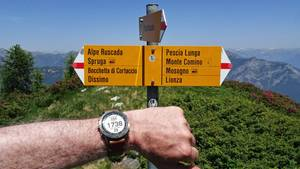 """Höhenangaben statt Uhrzeit: Die """"Marq Expedition"""" zeigt bei einer Wandertour die Höhe an, sowie die bewältigten Auf- und Abstiege des Tages."""
