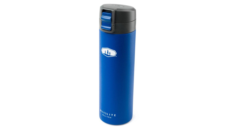 """Tankstelle  Die Trinkflasche """" Microlite Flip"""" fasst 0,72 Liter und hält kalte Getränke 20 Stunden lang erfrischend kühl. GSI Outdoors, ca. 37 Euro"""
