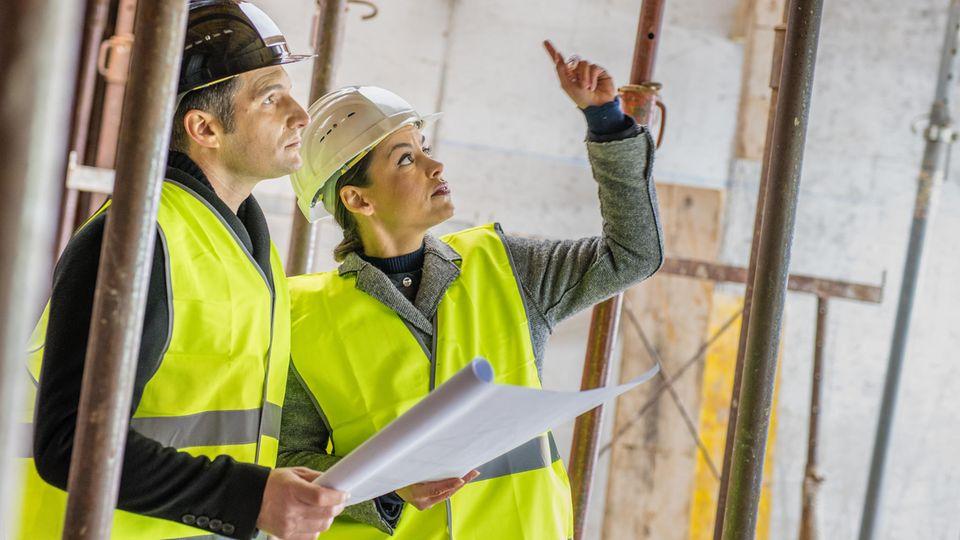 Bauingenieure bei der Arbeit