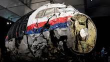 Niederlande, Gilze-Rijen: Die aus Trümmern wieder zusammen gesetzte MH17